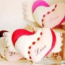 天使爱心靠枕心形抱枕靠枕情侣靠枕婚庆抱枕毛绒玩具.