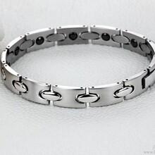 厂家直销银色简约风格锗钛手链手链样式简洁大气欢迎喜欢的朋友前来订购图片