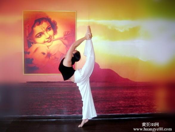 厦门瑜伽健身馆亚洲瑜伽学院专业瑜伽导师培训健康瑜伽练习