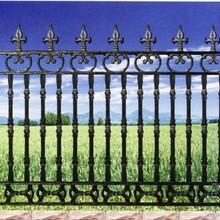 供应肃县道路护栏阳台护栏公路护栏水泥护栏围栏护栏图片